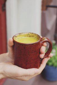 uống tinh bột nghệ chữa đau dạ dày
